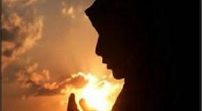 যে ব্যক্তি রাতে ঘুমানোর সময় সূরা বাক্বারার শেষ দু'টি আয়াত তেলাওয়াত করবে, তার জন্য তা যথেষ্ট হবে