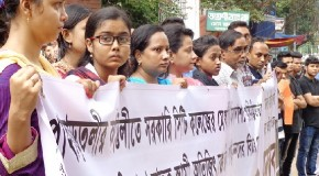 Human tie in Pahartoli demanding  justice for Murder of Housewife Monisha